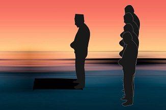 Hukum Mengikuti Imam yang Berbeda Mazhab