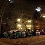 Tarawih di Rumah atau Masjid