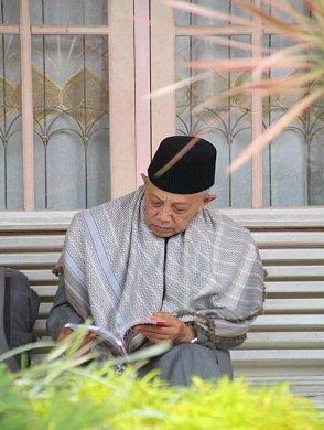 Mamak Kami, Buya H. Awiskarni Husein
