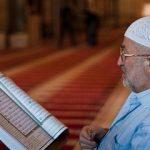 Membaca Ayat dalam Salat Sambil Melihat Mushaf